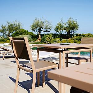 COSTA by Fermob Table 80x80 cm cèdre