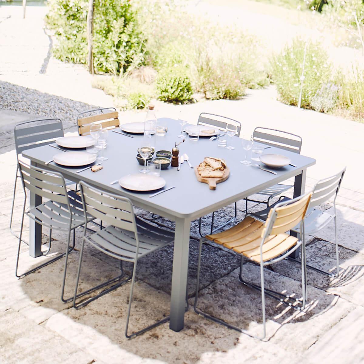 Table 143x143cm CRAFT Fermob vert opaline
