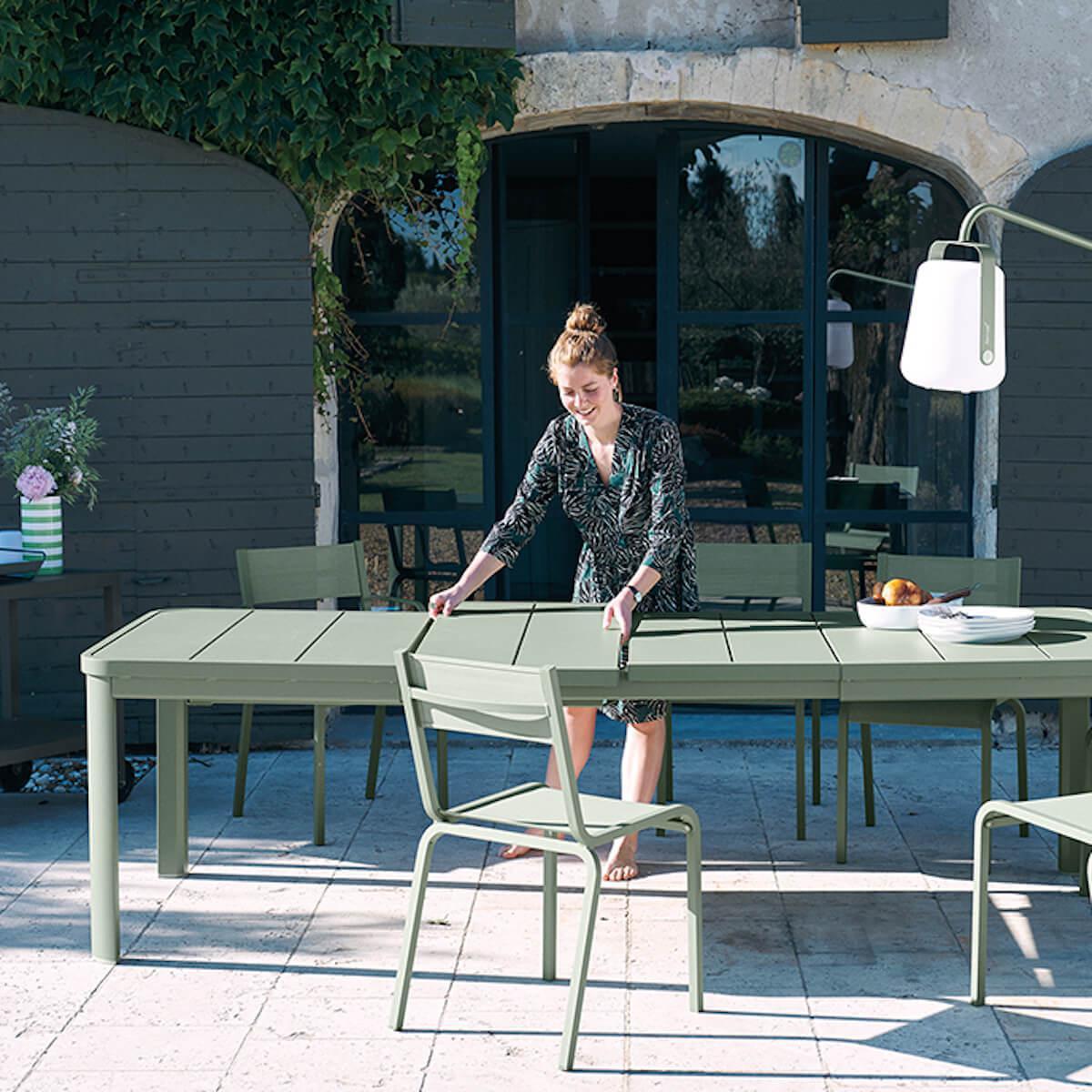 Table à rallonge 155/255x100cm OLERON Fermob gris argile